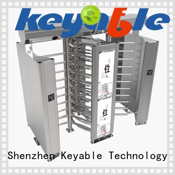 Keyable turnstile door for security check